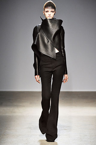 Quilting highlights sheen on material. Gareth Pugh, Autumn-Winter 2010. The Cutting Class.