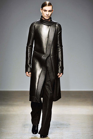 Quilting adds to inherent fabric structure of leather. Gareth Pugh, Autumn-Winter 2010. The Cutting Class.
