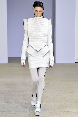 Quilting to provide fabric structure. Gareth Pugh, Spring-Summer 2009. The Cutting Class.