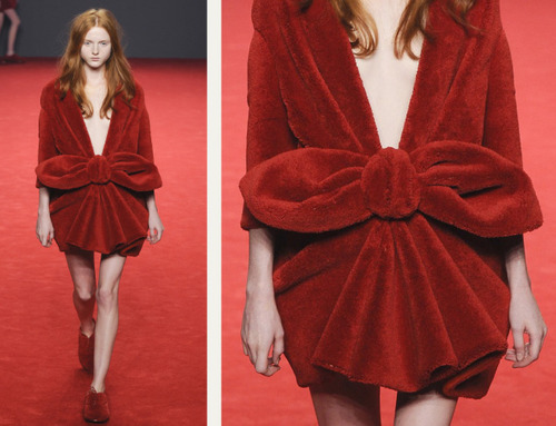 Big Red Carpet Bows at Viktor and Rolf | The Cutting Class. Viktor and Rolf, Haute Couture, AW14, Paris, Image 1.