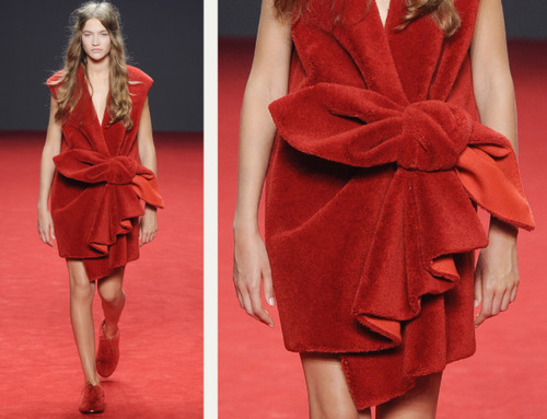 Big Red Carpet Bows at Viktor and Rolf | The Cutting Class. Viktor and Rolf, Haute Couture, AW14, Paris, Image 5.