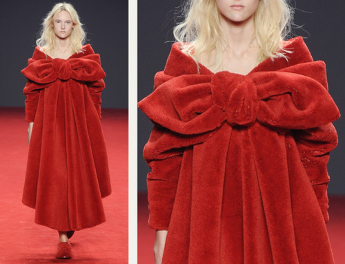 Big Red Carpet Bows at Viktor and Rolf | The Cutting Class. Viktor and Rolf, Haute Couture, AW14, Paris, Image 9.