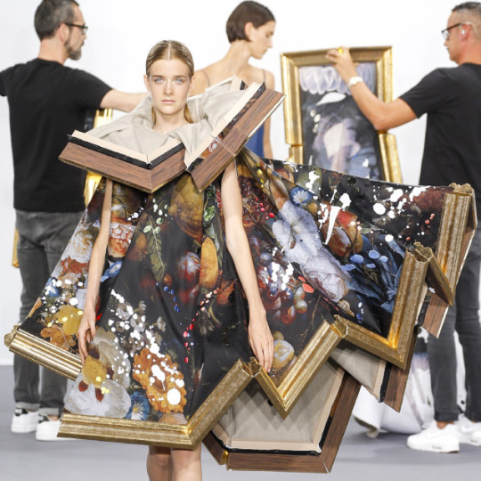 Balancing Frames and Canvas at Viktor & Rolf | The Cutting Class. Viktor & Rolf, Couture, AW15, Paris, Image 14.