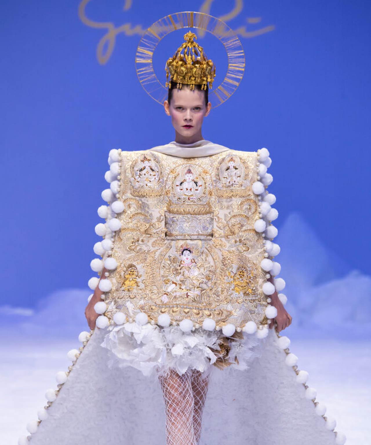Reverse Textiles at Guo Pei Haute Couture | The Cutting Class. Squared off silhouette for finale. Spring Summer 2020 Haute Couture.